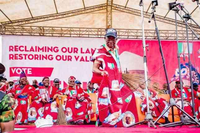 Scooper - Politics News: Gov Amosun insults Oshiomhole over Ogun APC
